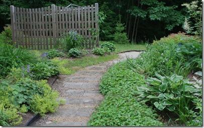 Use of repetition in back garden (photo credit: Jean Potuchek)