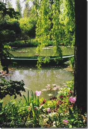 Water lily pond at Giverny (photo credit: Jean Potuchek)