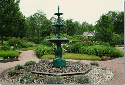 Fountain at the center of the Pineland Farms garden (photo credit: Jean Potuchek)