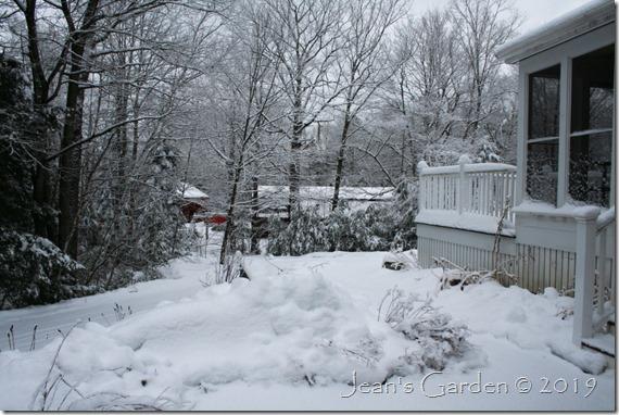 april 10 snow